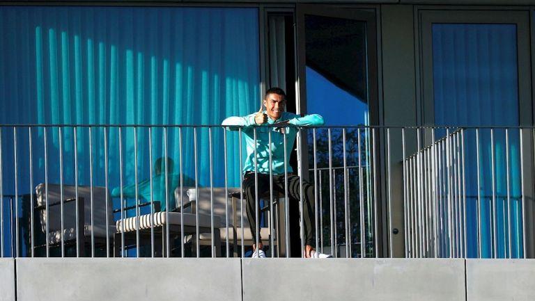 Cristiano viendo el entrenamiento de Portugal