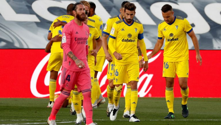Real Madrid: Sergio Ramos salió lesionado ante Cádiz y es duda para el Clásico