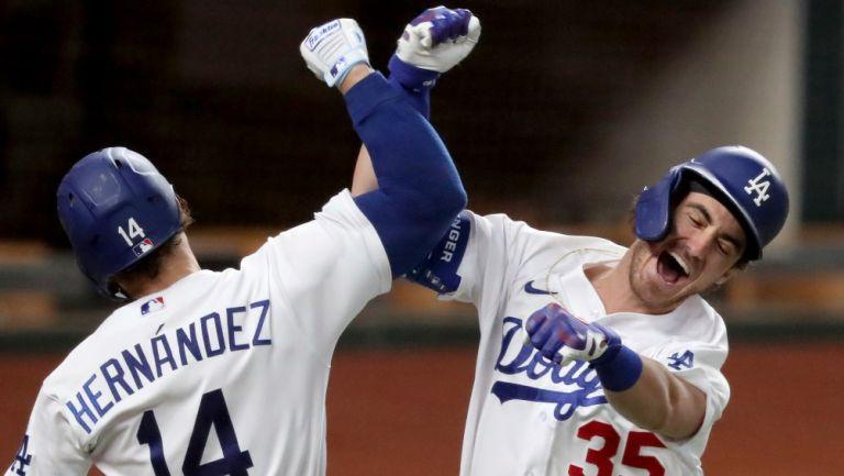 Los Dodgers festejan un home run contra Braves