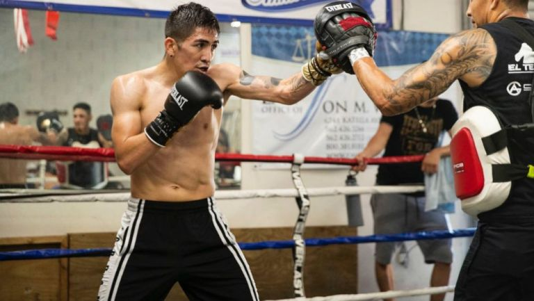 Leo Santa Cruz en entrenamiento