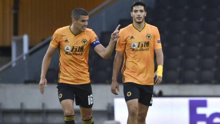 Jiménez y Coady durante un partido con Wolves