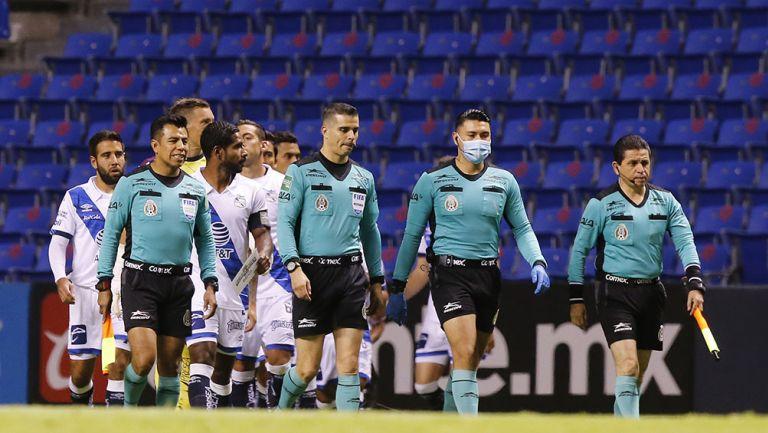 La cuarteta arbitral para el Puebla vs León