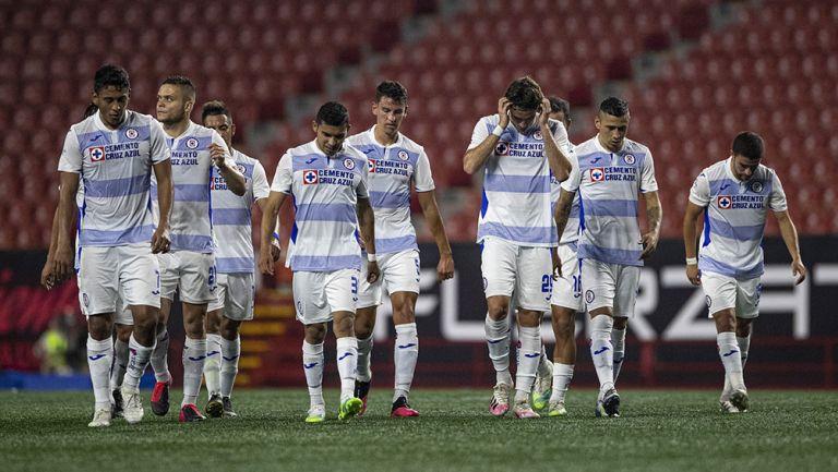 Jugadores de Cruz Azul se lamentan en el partido contra Xolos