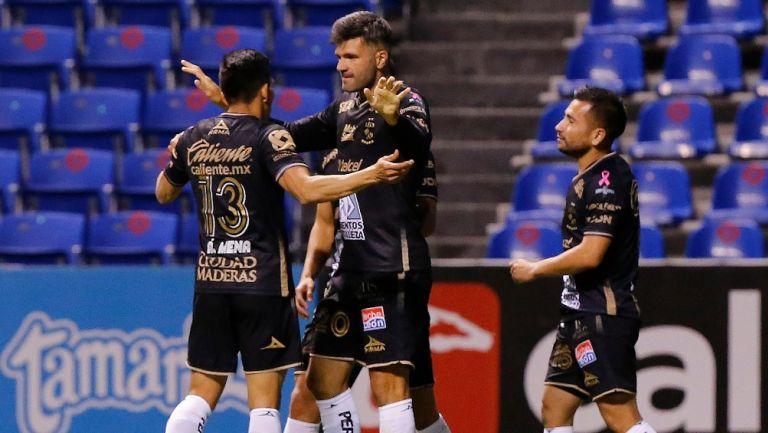 Jugadores de Léon celebran gol vs Puebla