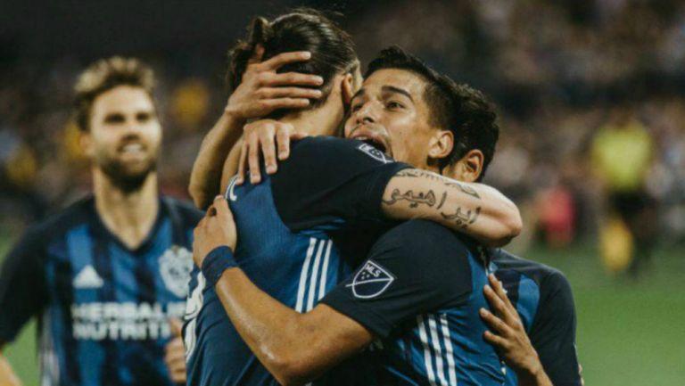 Zlatan y Favio Álvarez en celebración