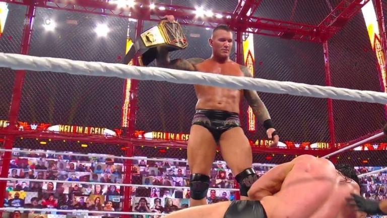 Randy Orton con el cinturón de Campeón