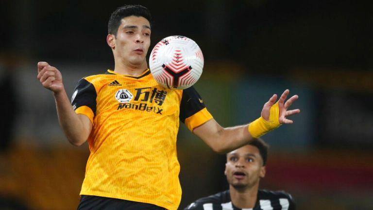 Raúl Jiménez durante un partido con Wolves