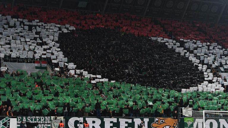Afición del Ferencváros realiza un mosaico