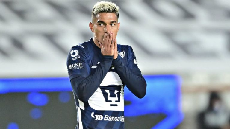 Favio Álvarez en acción con Pumas