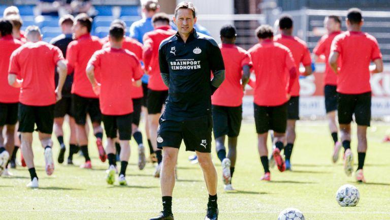 Roger Schmidt en entrenamiento