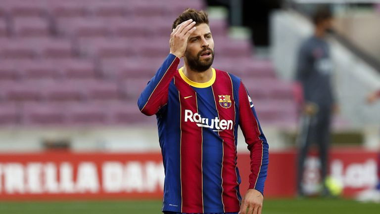 Piqué se lamenta en un partido con Barcelona