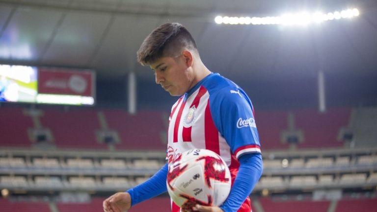 Chofis López durante un partido con Chivas