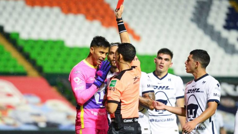 Talavera discute con César Ramos por expulsión