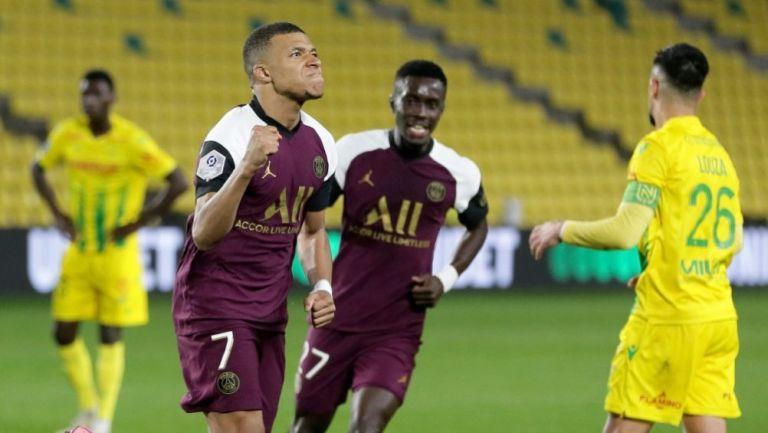 Kylian Mbappé luego de meter gol ante el Nantes