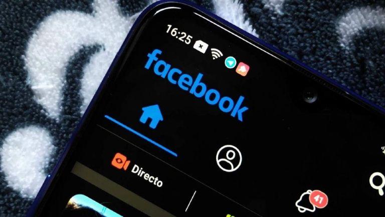 Ya se podrá usar el 'modo oscuro' en Facebook móvil