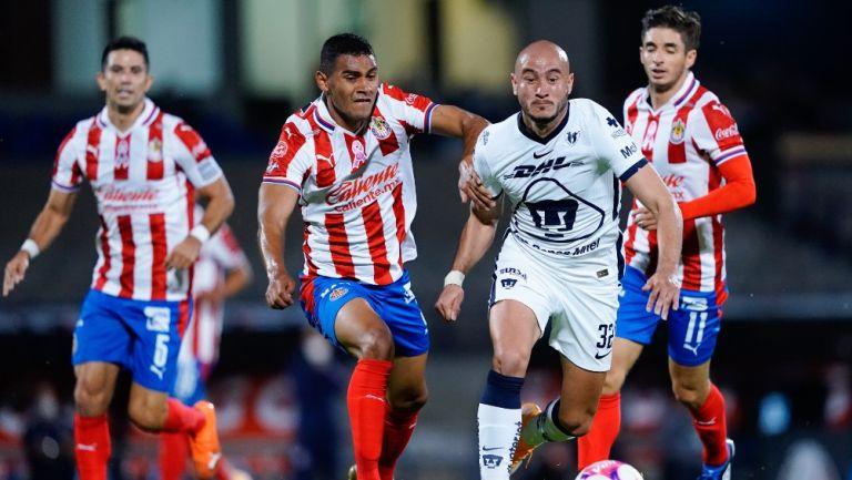Pumas y Chivas empataron 2-2 en CU