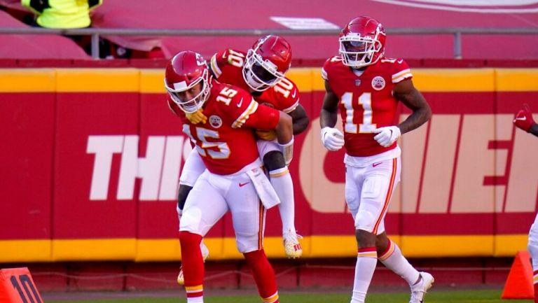 Los Chiefs aplastaron 35-9 a los Jets