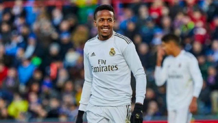 Éder Militao en partido con el Real Madrid