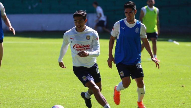 Jugadores de Chivas en los entrenamientos