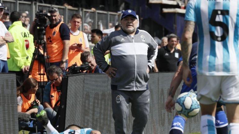 Diego Maradona técnico de Gimnasia y Esgrima