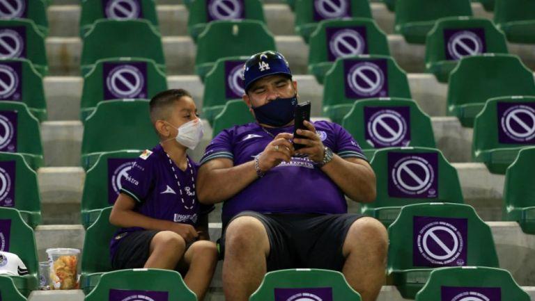 Afición en el Estadio de Mazatlán