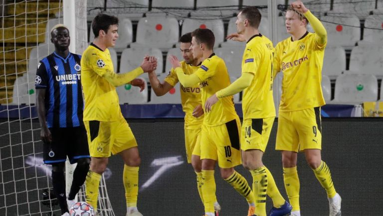 Jugadores del Dortmund festeja un tanto en Champions