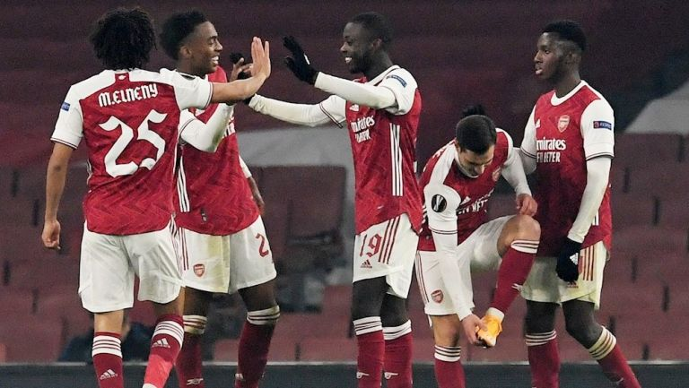 Jugadores del Arsenal celebrando gol vs Molde