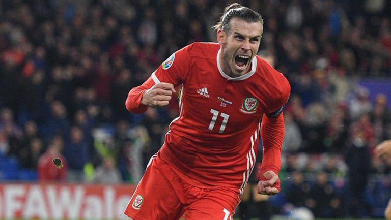 Gareth Bale festeja un gol con la selección de Gales
