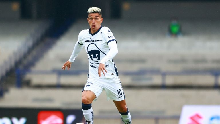 Favio Álvarez durante un partido con Pumas