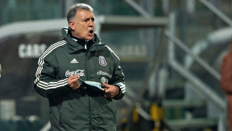 Gerardo Martino durante un partido con México