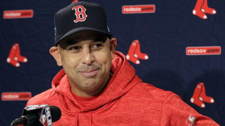 Red Sox: Contratan de nuevo a Alex Cora como manager