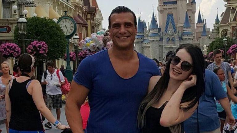 Alberto del Río junto a Paige