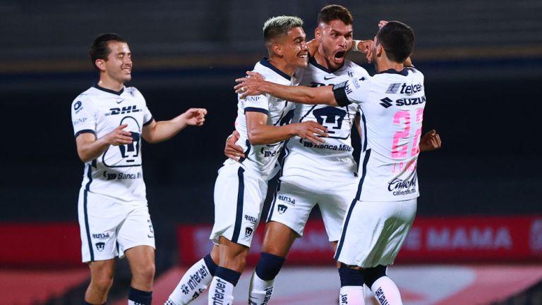 Freire festeja un gol contra Chivas en CU
