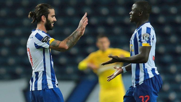 Oliveira y Sarr celebrando un gol del Porto