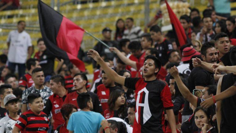 Aficionados de Atlas reciben con insultos a los jugadores en el aeropuerto de Guadalajara