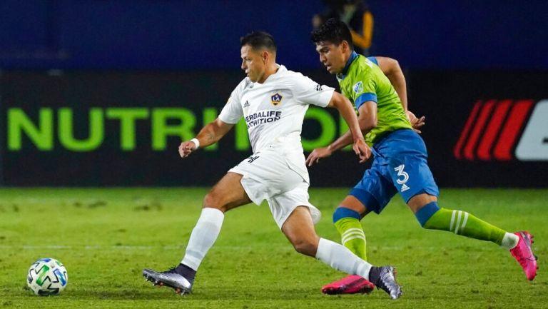 Javier Hernández durante un partido con LA Galaxy