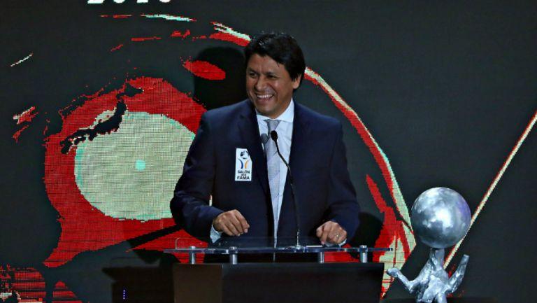 Claudio Suárez en premiación
