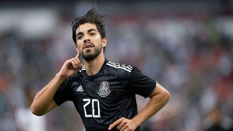 Rodolfo Pizarro en partido con la Selección