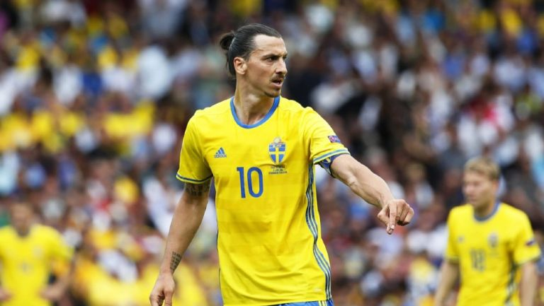 Ibrahimovic durante un partido con Suecia