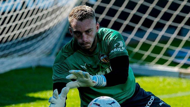 Jasper Cillessen, en un entrenamiento del Valencia