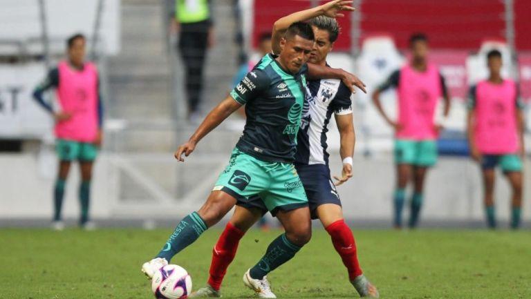 Osvaldo Martínez durante el partido entre Puebla y Monterrey