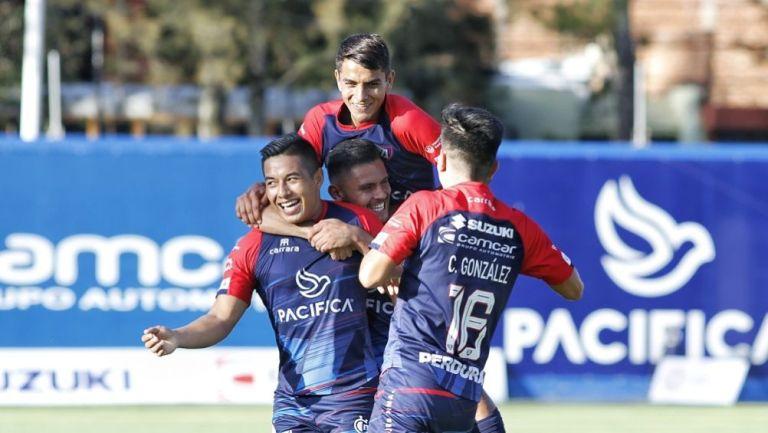 Jugadores de Tepatitlán celebrando un gol conseguido