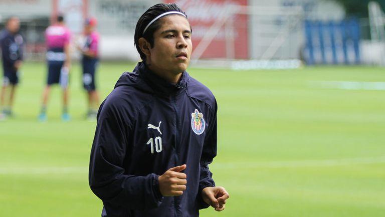 La Chofis López en un entrenamiento con Chivas