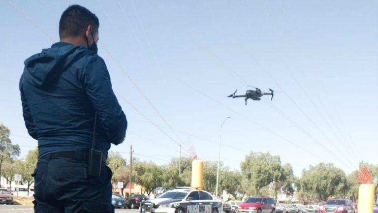 Policía con dron en Edomex