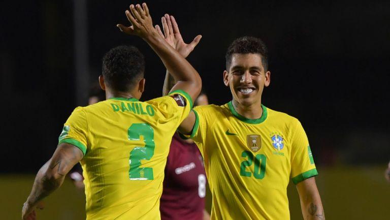 Roberto Firmino festeja su gol contra Venezuela