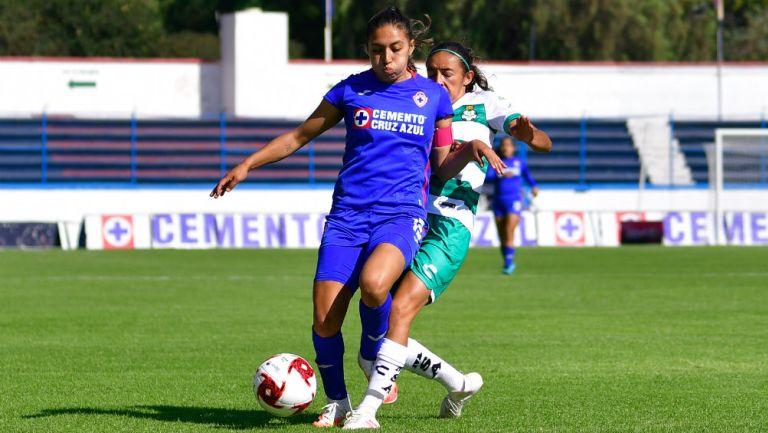Video: Jugadora de Cruz Azul Femenil evitó gol al 'estilo Huiqui'