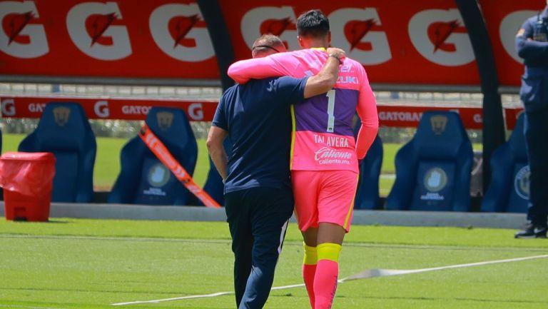 Lillini y Talavera tras un partido de Pumas