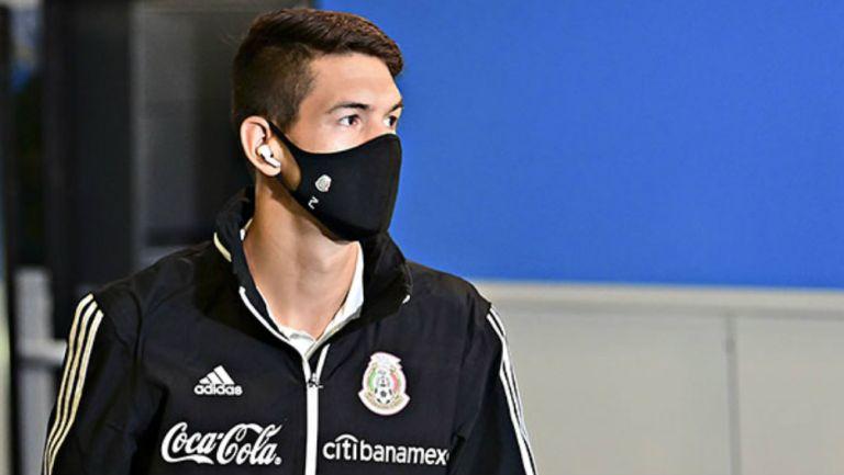 César Montes en partido con México
