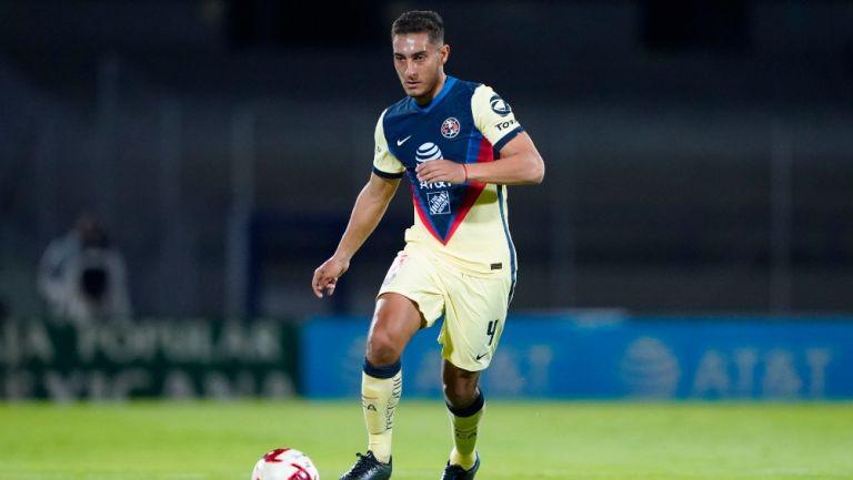 Sebastián Cáceres durante un partido con América