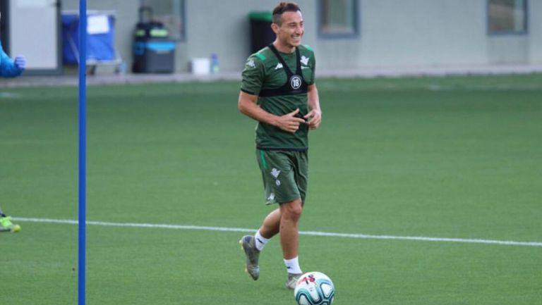 Andrés Guardado durante un entrenamiento con el Betis